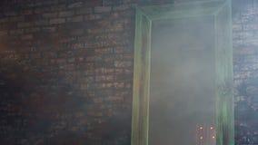 Pared de ladrillo en humo metrajes