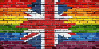 Pared de ladrillo Gran Bretaña y banderas gay Imágenes de archivo libres de regalías