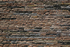 Pared de ladrillo marrón de la textura teja el pequeño plano Foto de archivo