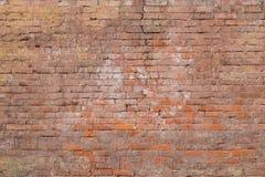 Pared de ladrillo muy vieja de la arcilla del color rojo marrón Imagen de archivo libre de regalías