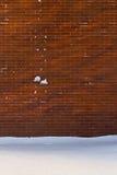Pared de ladrillo Nevado Foto de archivo libre de regalías