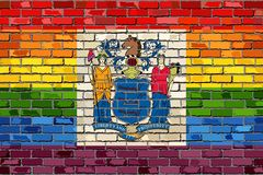 Pared de ladrillo New Jersey y banderas gay Imagenes de archivo