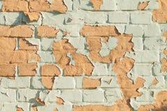 Pared de ladrillo pintada vieja Foto de archivo