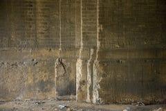 Pared de ladrillo que desmenuza Foto de archivo libre de regalías