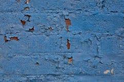 Pared de ladrillo que se ha pintado azul Fotos de archivo