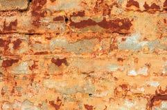 Pared de ladrillo rústica vieja con el estuco agrietado Fotografía de archivo libre de regalías