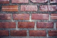 Pared de ladrillo roja para la textura o el fondo Fotos de archivo libres de regalías