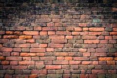 pared de ladrillo Rojo-anaranjada con el vietado 1 Imagenes de archivo