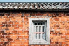 Pared de ladrillo vieja con Grey Window Foto de archivo libre de regalías