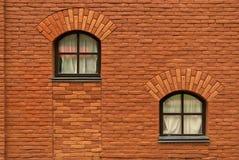 Pared de ladrillo vieja con la ventana dos Fotografía de archivo