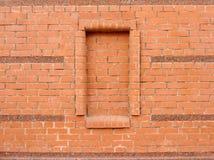 Pared de ladrillo y ladrillo rojos encima de la ventana Imagen de archivo