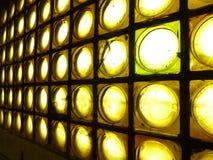 Pared de ladrillos de cristal amarilla Imágenes de archivo libres de regalías