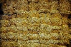 Pared de ladrillos grandes del heno amarillo libre illustration