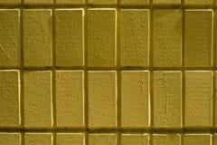 Pared de ladrillos o de bloques amarillos Fotografía de archivo libre de regalías