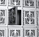 Pared de las cajas fuertes de acero Fotografía de archivo