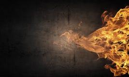 Pared de llamas Fotos de archivo libres de regalías