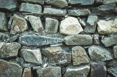 Pared de los adoquines y de las rocas Fotos de archivo
