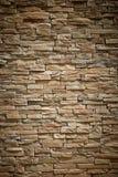 Pared de los ladrillos superficiales beige de la piedra como fondo imágenes de archivo libres de regalías