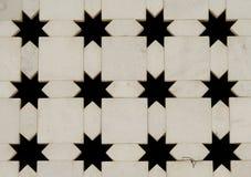 Pared de mármol blanca con los recortes de la dimensión de una variable de la estrella. La India Imagen de archivo