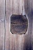 Pared de madera antigua de la casa hecha de registros y de tablones. Foto de archivo libre de regalías