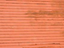 Pared de madera coloreada salmones a un edificio abandonado fotos de archivo