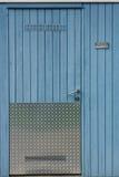 Pared de madera con la puerta Foto de archivo