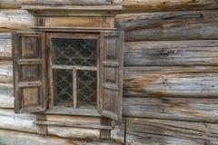 Pared de madera con la ventana Fotografía de archivo