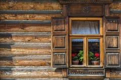 Pared de madera con la ventana Imágenes de archivo libres de regalías