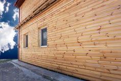 Pared de madera de la casa Imagen de archivo libre de regalías