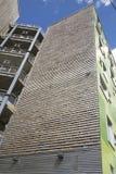 Pared de madera del edificio moderno Imagenes de archivo