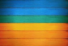 Pared de madera del fondo del tablón de la bandera ucraniana Imagen de archivo libre de regalías