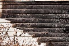 Pared de madera rota quemada Imagen de archivo libre de regalías