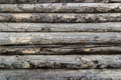 Pared de madera vieja de los registros imagenes de archivo