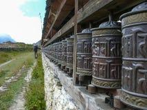 Pared de Mani en el pueblo de Ngawal, Nepal Imágenes de archivo libres de regalías