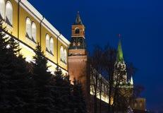 Pared de Moscú el Kremlin el tiempo 2017 de la Navidad Fotos de archivo libres de regalías