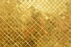 Pared de oro en palacio magnífico Imágenes de archivo libres de regalías