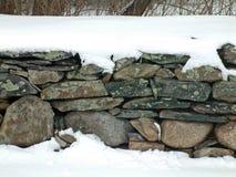 Pared de piedra 2 Nevado fotografía de archivo libre de regalías