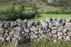 Pared de piedra adentro en Valle del Lago Fotos de archivo