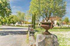 Pared de piedra antigua del elemento del cuenco del arrabio Imágenes de archivo libres de regalías