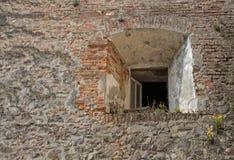 Pared de piedra con una ventana Imagen de archivo