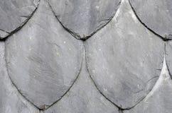 Pared de piedra formada orgánica de la pizarra Fotos de archivo