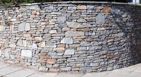 Pared de piedra grande Imágenes de archivo libres de regalías