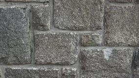 Pared de piedra medieval Una pared de albañilería Fondo de la textura de la pared de piedra almacen de metraje de vídeo