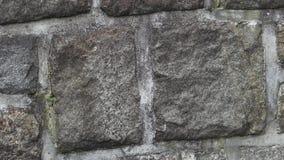 Pared de piedra medieval Una pared de albañilería Fondo de la textura de la pared de piedra metrajes