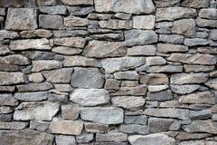 Pared de piedra moderna de la roca de la fachada Fotos de archivo