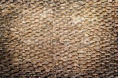 Pared de piedra moderna de la textura y fondo mojado del agua Imagen de archivo libre de regalías