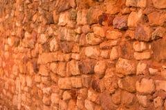 Pared de piedra ocre roja en el Rosellón, Provence Francia Imagen de archivo libre de regalías