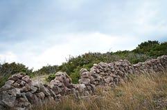 Pared de piedra seca, isla de Krk, Croacia Imagen de archivo