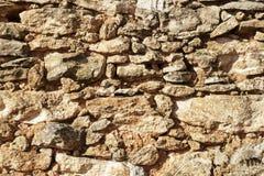 Pared de piedra vieja de un cortijo abandonado Imagen de archivo
