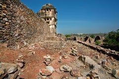 Pared de piedra y torre del fuerte histórico Imágenes de archivo libres de regalías